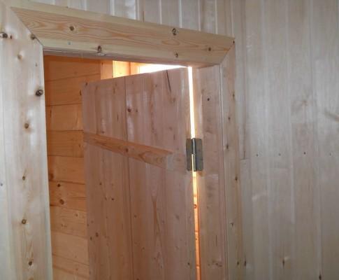 Инструкция с фото и видео: как сделать дверь из досок своими рукам