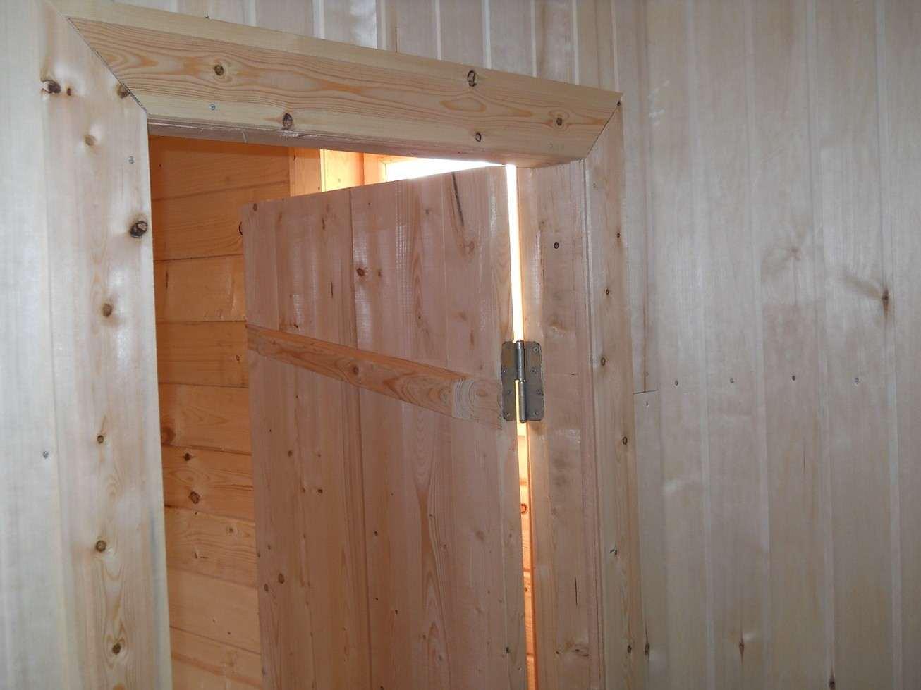 Установка дверей в баню