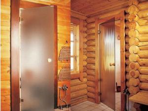 Какую дверь лучше всего поставить в баню
