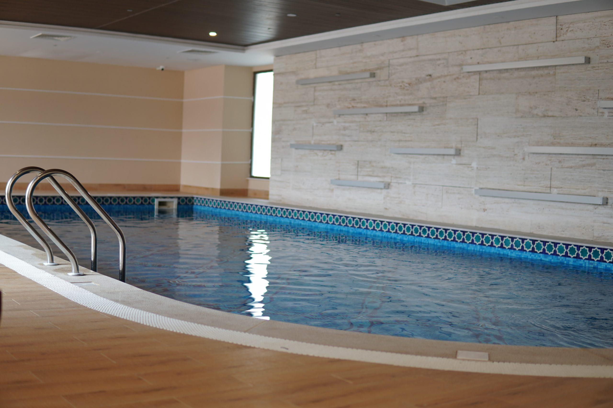 Каркасная баня с бассейном