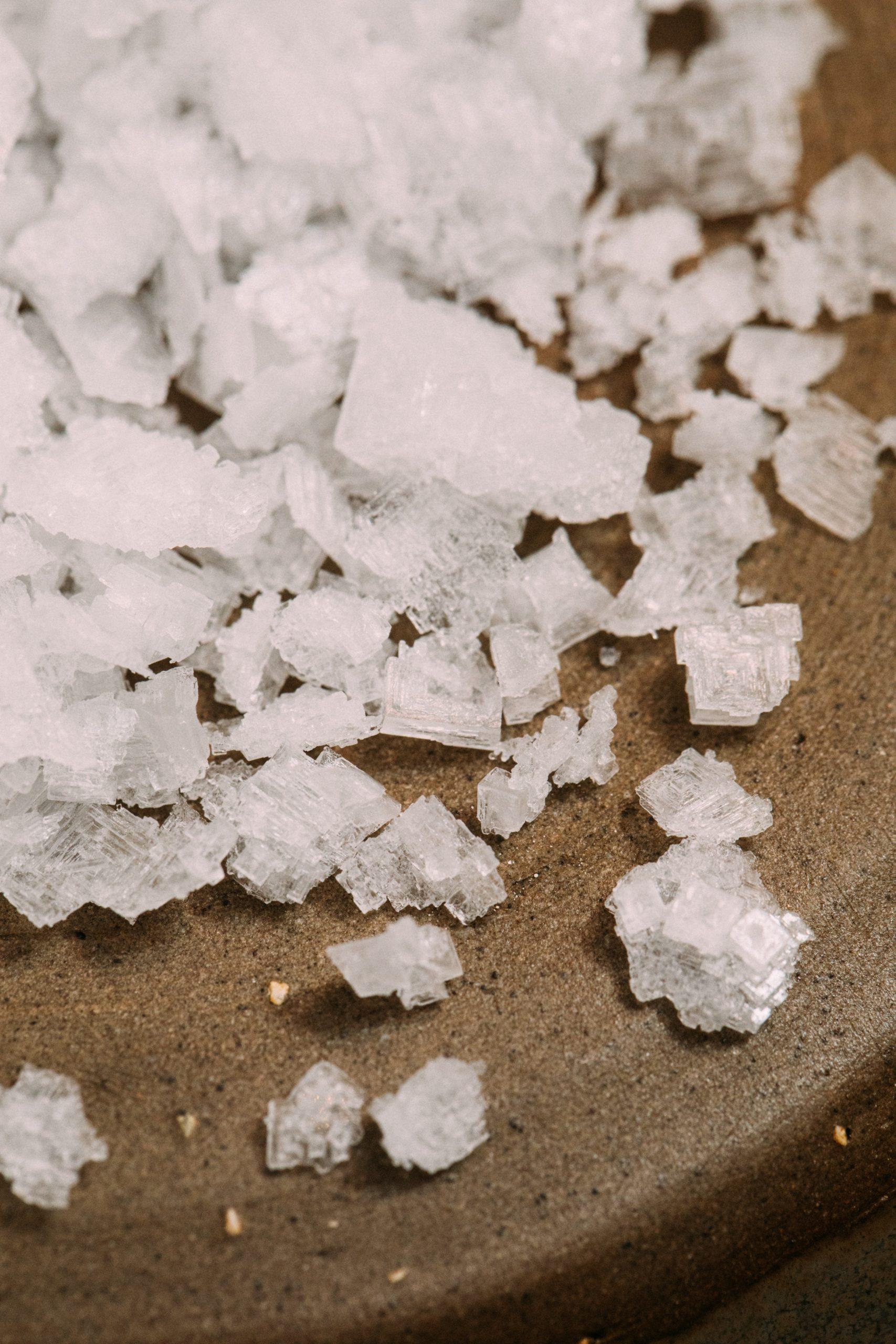 Соляные блоки и соль в сауне